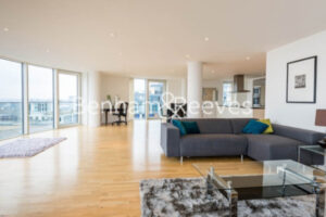 2 bed flat to rent in Canary Wharf