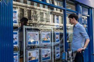 tenants-looking-in-window